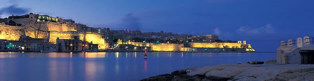 malta_valetta_by_night